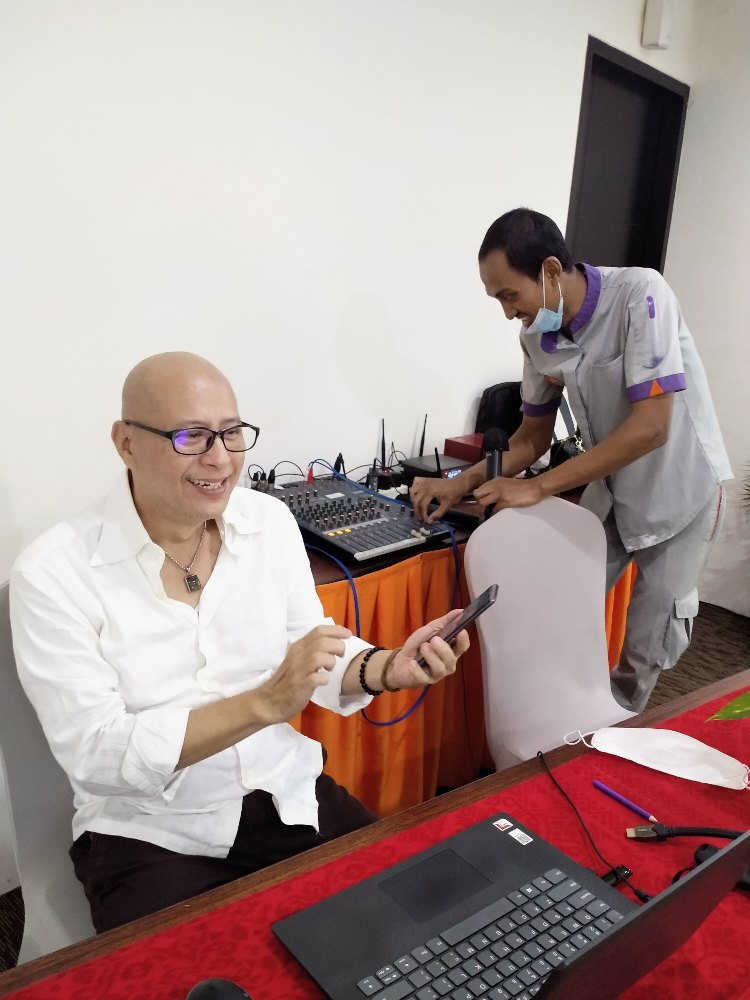 Jeffrey Wibisono V. @namakubrandku Mentorship Branding Activation bersama Retro Santuy Tourism Commander Community. Hospitality Industry Consultant Indonesia in Bali, Telu Learning Consulting,  Copywriter, Jasa Konsultan Hotel,
